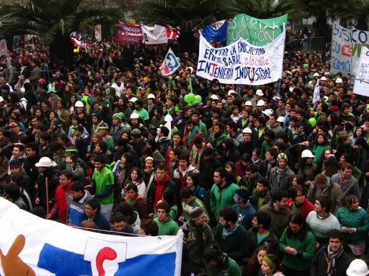 2011_student_UCH_protests_in_Chile
