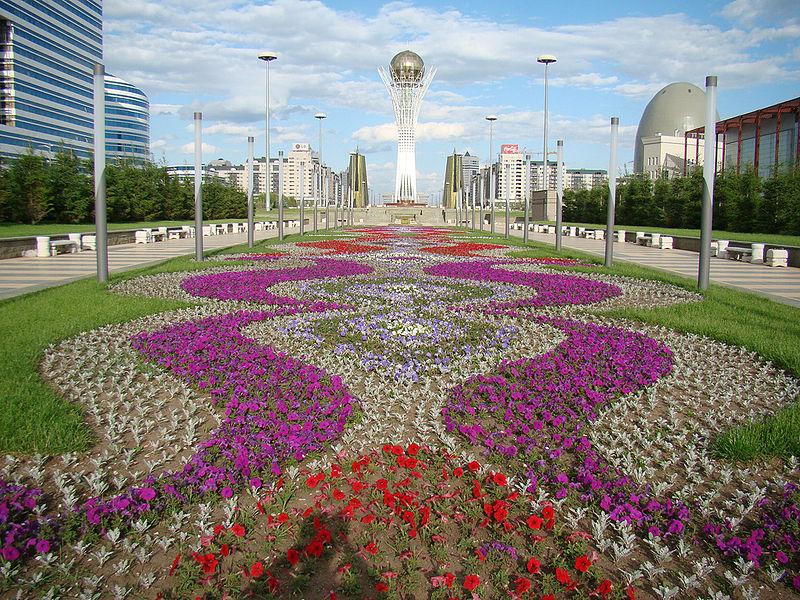 Wieża Baiterek, Astana, Kazachstan, fot: msykos, Wikimedia Commons / CC-BY-SA-2.0