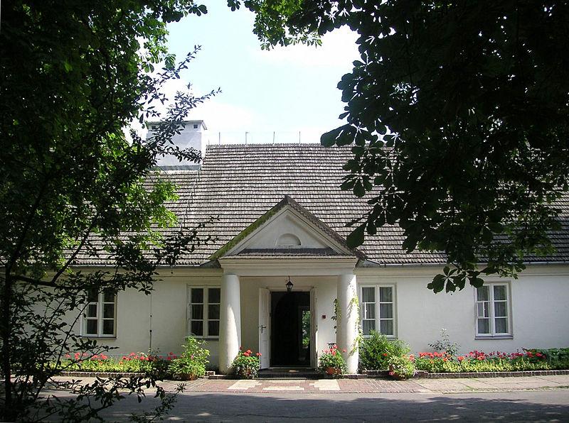 Dwór w Żelazowej Woli, fot. Wojsyl, Wikimedia Commons / CC-BY-SA-3.0