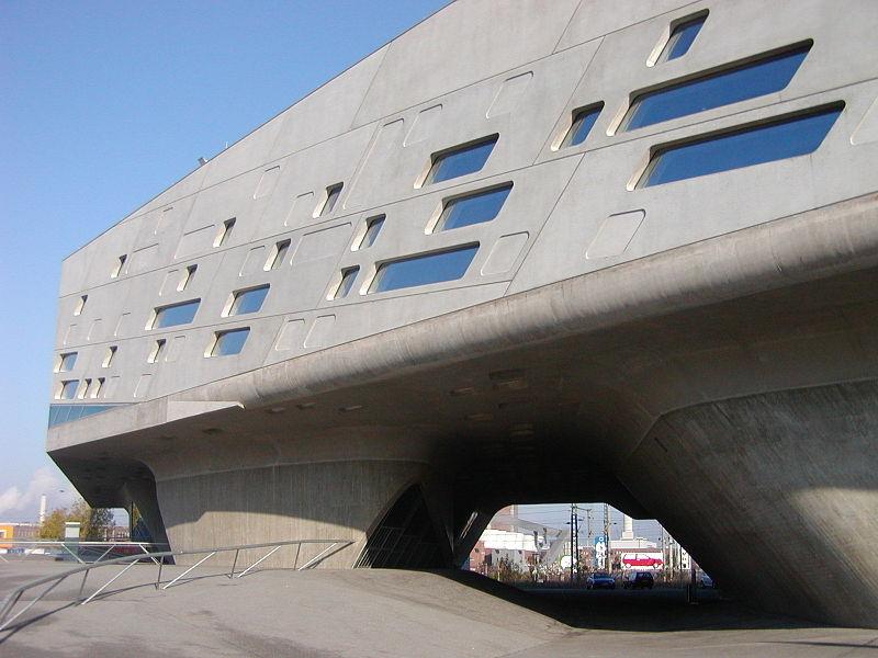 Phaeno Science Center, Wolfsburg, proj. Zaha Hadid, fot. Ingo2802, Wikimedia Commons / CC-BY-SA-3.0