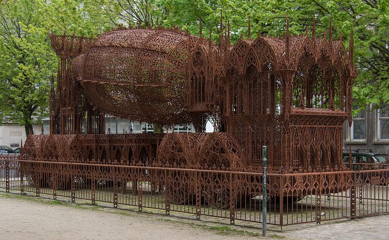 "Bruksela, Quai au Foin (Hoouikaai), ""Betoniarka"" instalacja Wima Delvoye'a, listopad 2010; fot. Epizentrum, (CC BY-SA 3.0)"