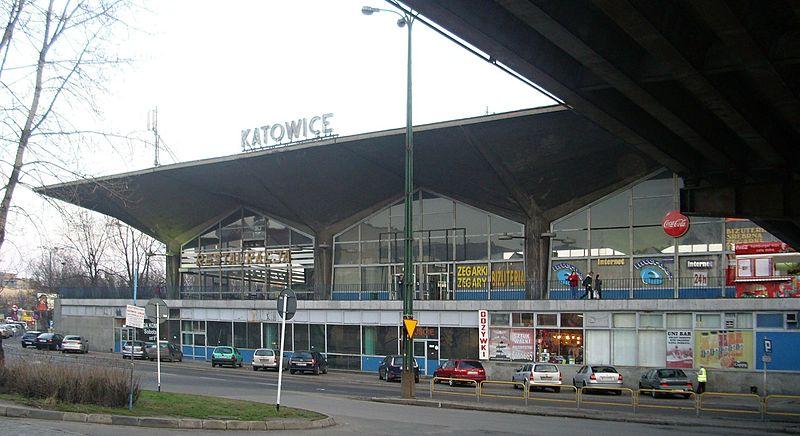 Nieistniejący już dworzec kolejowy w Katowicach, marzec 2010, fot. Kggucwa, (CC BY-SA 3.0)