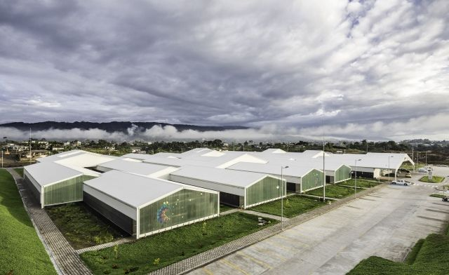Hospital del Puyo, Ekwador; proj. Patricio Martínez i Maximià Torruella, Pm,Mt; fot. Sebastían Crespo, źródło: www.pmmtarq.com