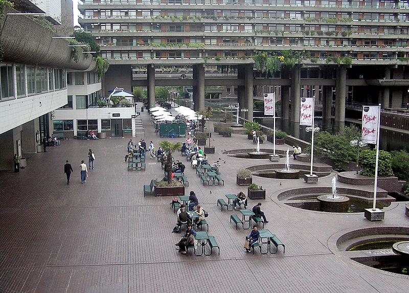 Barbican, Londyn, fot. Barbican, Londyn, fot. Riodamascus, (CC BY-SA 3.0), zdjęcie w domenie publicznej