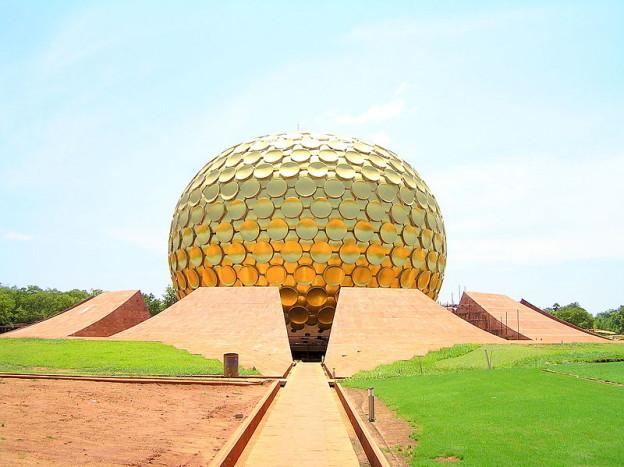 Matrimandir, Auroville, fot. Santosh Namby Chandran, CC-BY-SA-2.5