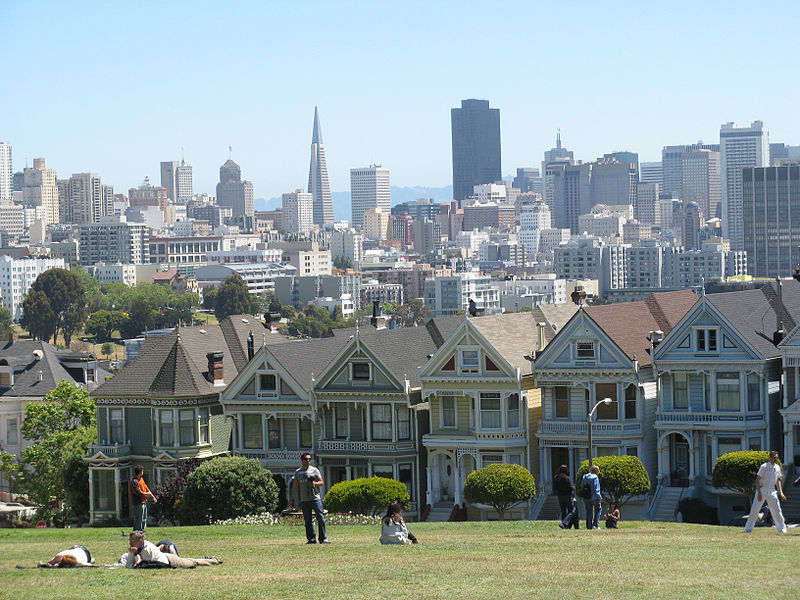 Widok z Alamo Square, San Francisco, fot. Yair HaklaiCC BY-SA 3.0 via Wikimedia Commons