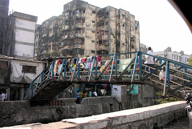 Dharavi, Mumbaj, Indie, fot. Jon Hurd, CC BY 2.0